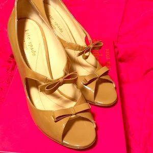 "Kate Spade double bow ""Cammie"" in camel size 6"